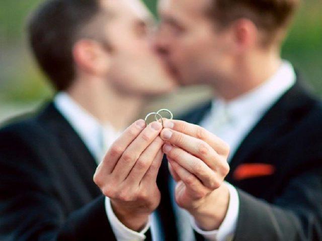 Descarta AMLO ley federal sobre matrimonio gay